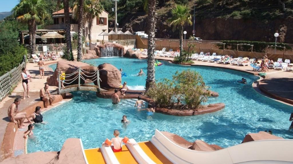Campings et r sidences avec toboggans aquatiques plein for Camping de france avec piscine