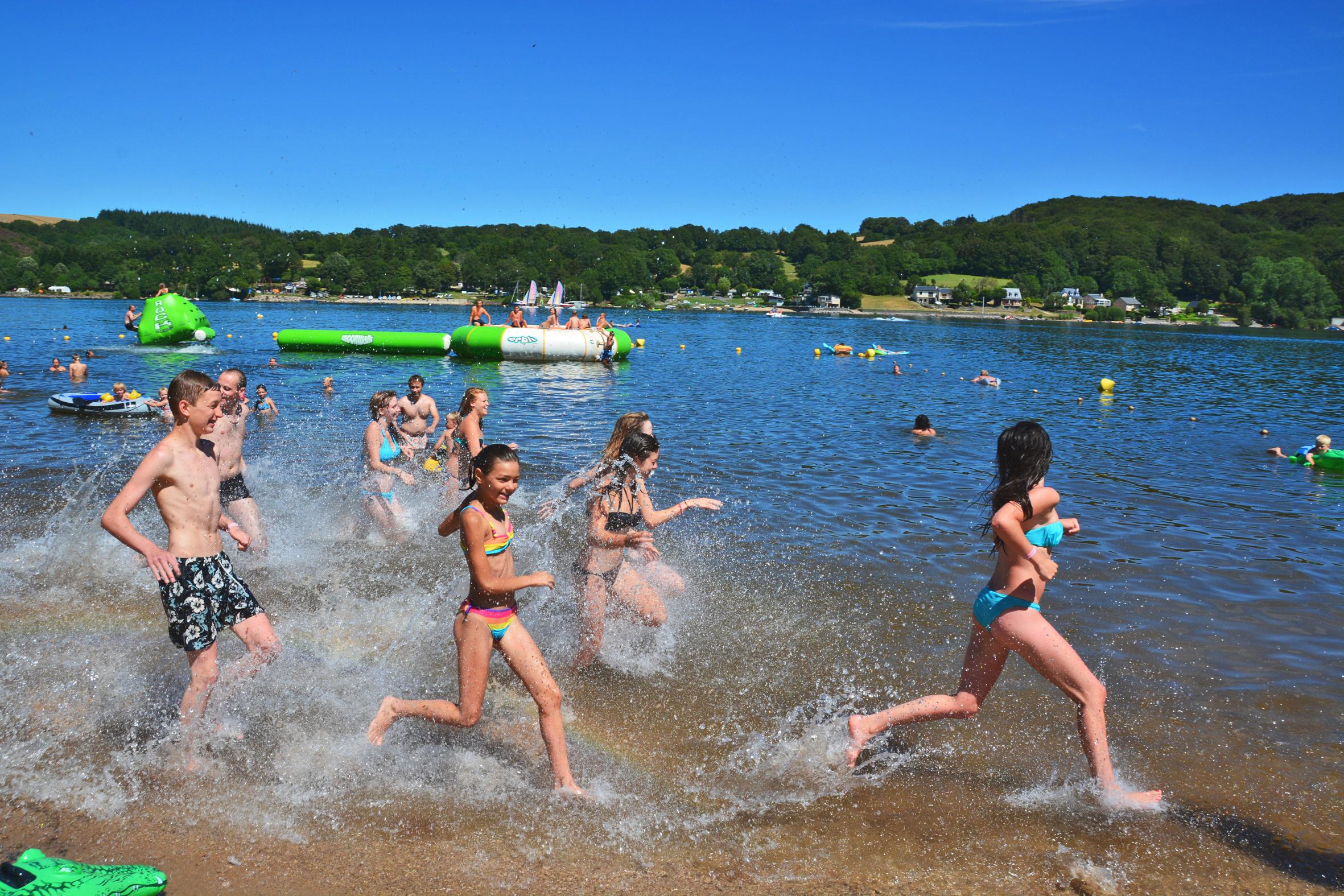 Salles curan camping les gen ts plein air vacances for Camping au bord du lac de sainte croix avec piscine
