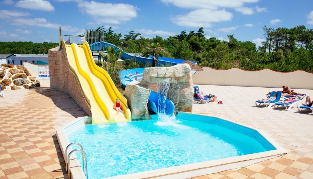 Campings et r sidences avec piscine chauff e plein air for Club vacances ardeche avec piscine